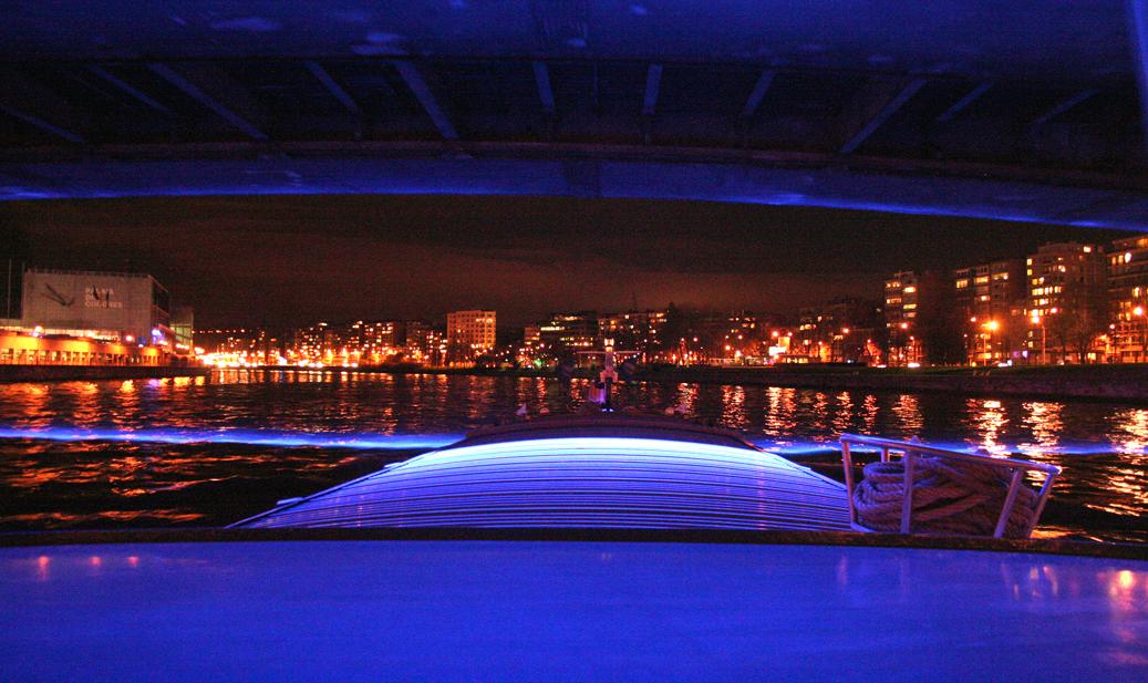 C est beau une ville la nuit li ge kairos peniche for Piscine eclairee la nuit
