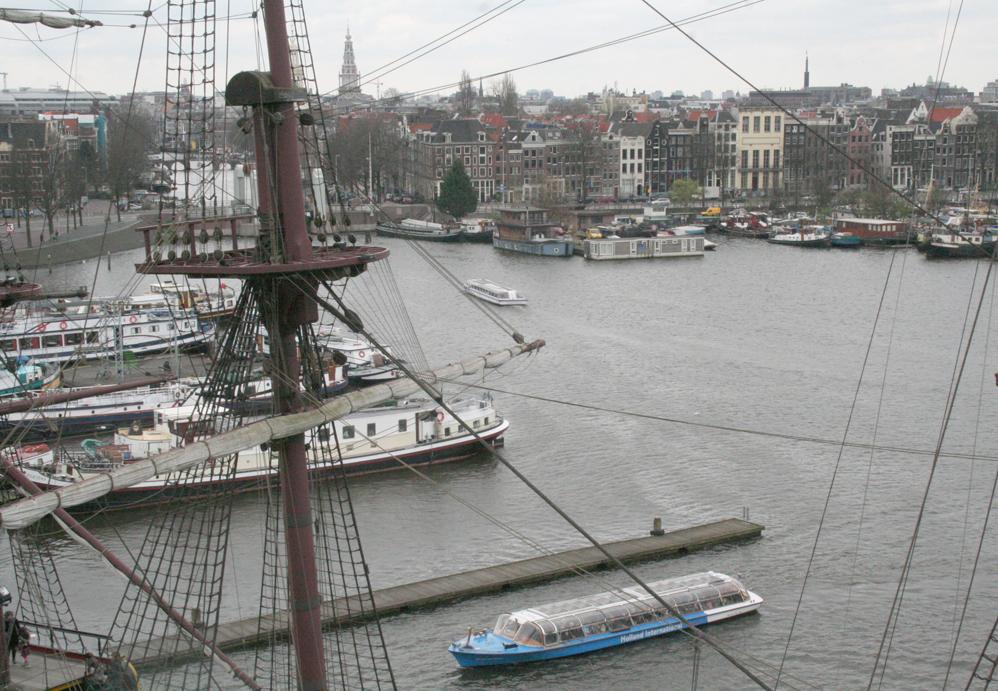 Dans Le Port D Amsterdam Kairos Peniche