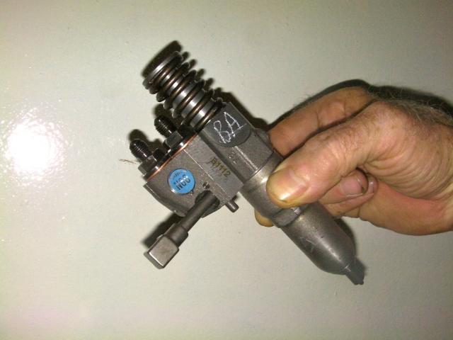 un des 8 injecteurs du moteur