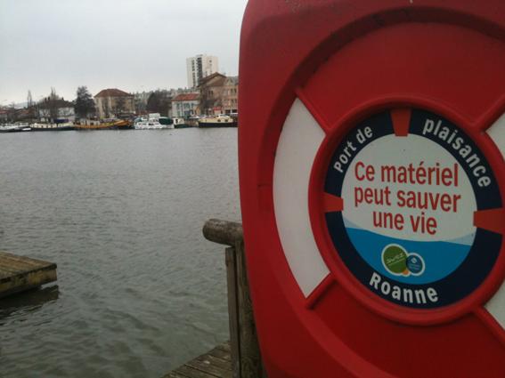 Port de Roanne péniche Kaïrois