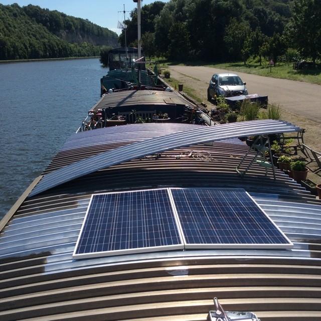 panneaux solaires peniche kairos